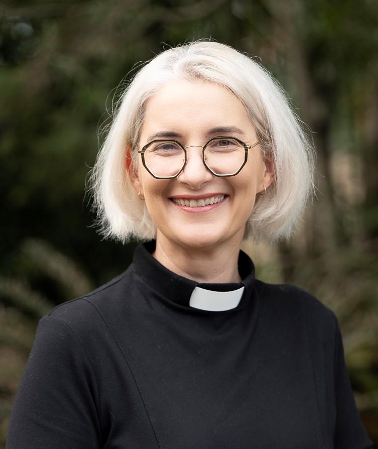 Rev Ann Edwards_3cropped